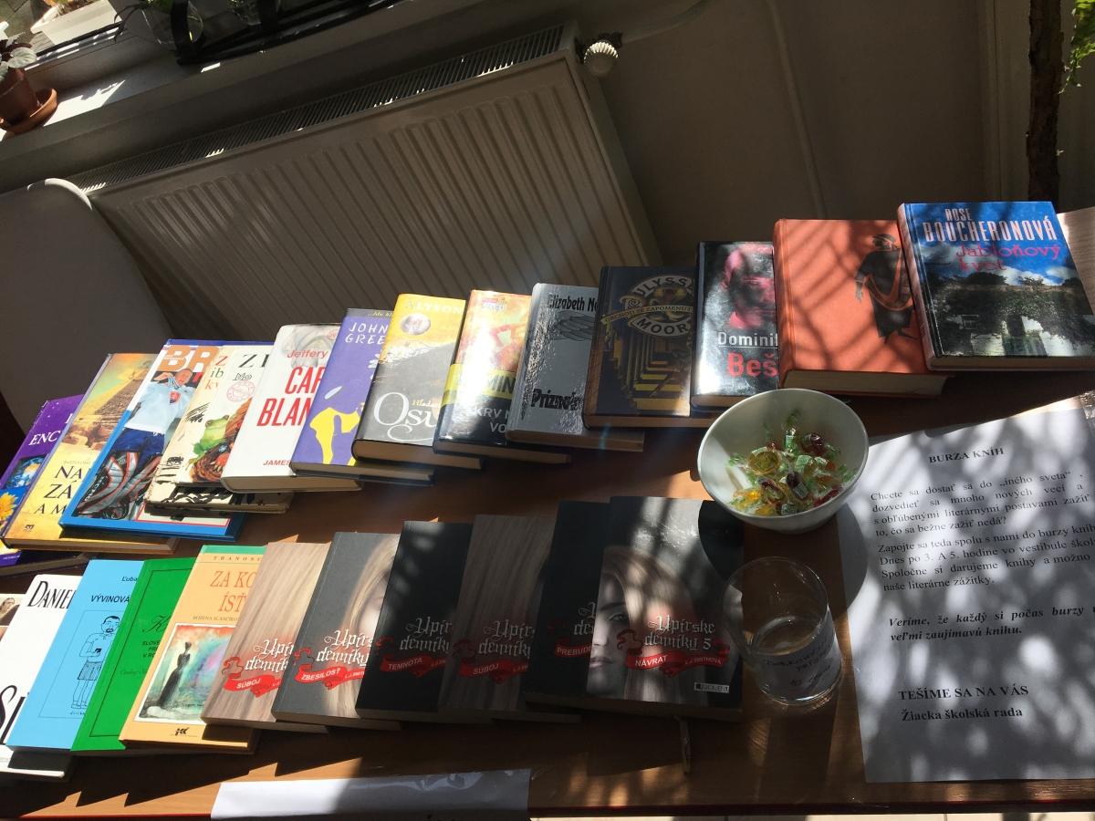 Burza kníh vo vestibule ELBY