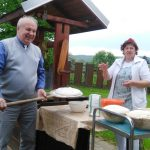 Pečenie elbáckeho chlebíka v deň stavania mája
