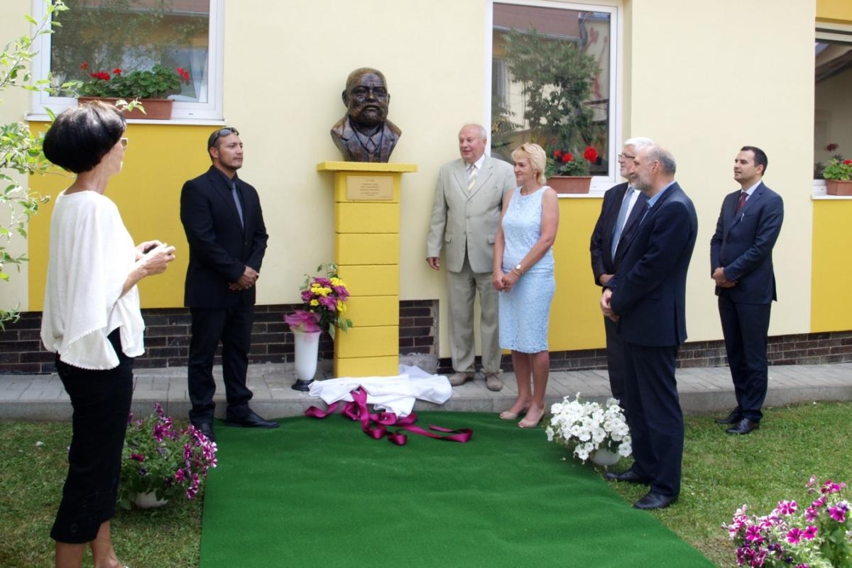 Odhalenie busty PhDr. Ivana Benka